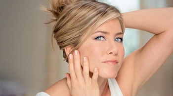 Aveeno Absolutely Ageless TV Spot, 'Beauty Sleep' Feat. Jennifer Aniston - Thumbnail 8
