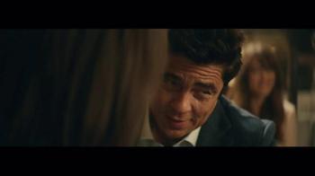 Heineken TV Spot, 'Special Gift' Featuring Benicio del Toro - Thumbnail 8