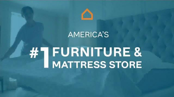 Ashley Furniture Homestore TV Spot, 'Rise, Shine and Shop' - Thumbnail 9