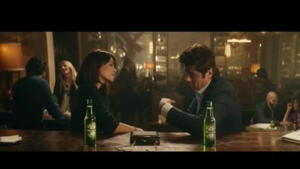 Heineken TV Commercial, 'Don especial' con Benicio del Toro