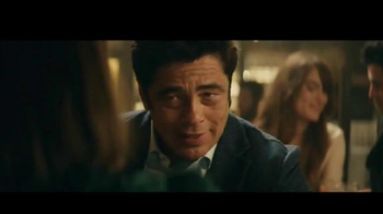 Heineken TV Spot, 'Don especial' con Benicio del Toro [Spanish] - Thumbnail 3