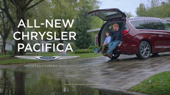 2017 Chrysler Pacifica TV Spot, 'Tailgate' Featuring Jim Gaffigan - Thumbnail 10