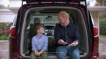 2017 Chrysler Pacifica TV Spot, 'Tailgate' Featuring Jim Gaffigan - Thumbnail 6
