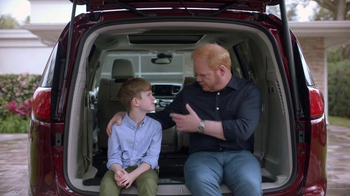 2017 Chrysler Pacifica TV Spot, 'Tailgate' Featuring Jim Gaffigan - Thumbnail 7