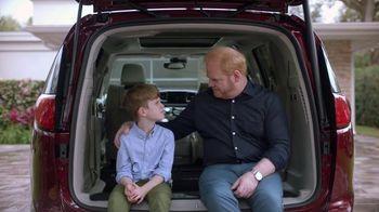 2017 Chrysler Pacifica TV Spot, 'Tailgate' Featuring Jim Gaffigan