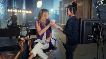 Aveeno Absolutely Ageless TV Spot, 'Sueño' con Jennifer Aniston [Spanish] - Thumbnail 1