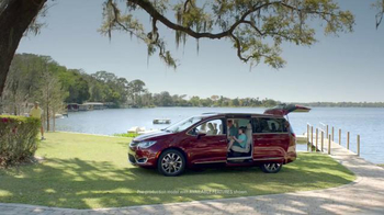 2017 Chrysler Pacifica TV Spot, 'One on One, German' Featuring Jim Gaffigan - Thumbnail 1