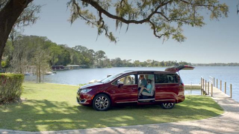 2017 Chrysler Pacifica TV Spot, 'One on One, German' Featuring Jim Gaffigan - Thumbnail 6