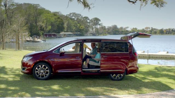 2017 Chrysler Pacifica TV Spot, 'One on One, German' Featuring Jim Gaffigan - Thumbnail 8