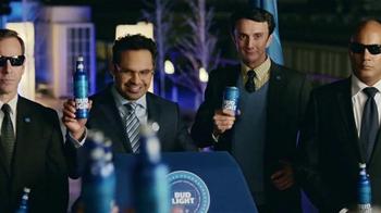 Bud Light TV Spot, 'Bud Light Party: Nuevo Look' con Michael Peña [Spanish] - Thumbnail 3