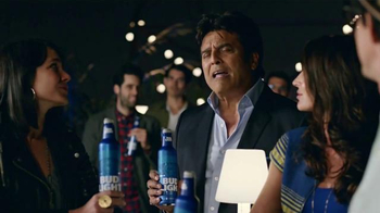 Bud Light TV Spot, 'Bud Light Party: Nuevo Look' con Michael Peña [Spanish] - Thumbnail 9