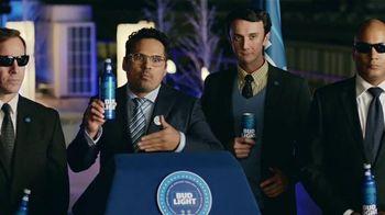 Bud Light TV Spot, 'Bud Light Party: Nuevo Look' con Michael Peña [Spanish]