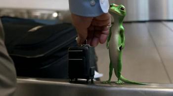GEICO TV Spot, 'Baggage Claim: Gecko Journey' - Thumbnail 7
