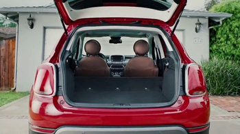 2016 FIAT 500X TV Spot, 'Room With a View' Song by Fitz and the Tantrums - Thumbnail 8