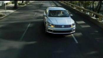 Volkswagen Evento Safety in Numbers TV Spot, 'Alas de hada' [Spanish] - Thumbnail 5
