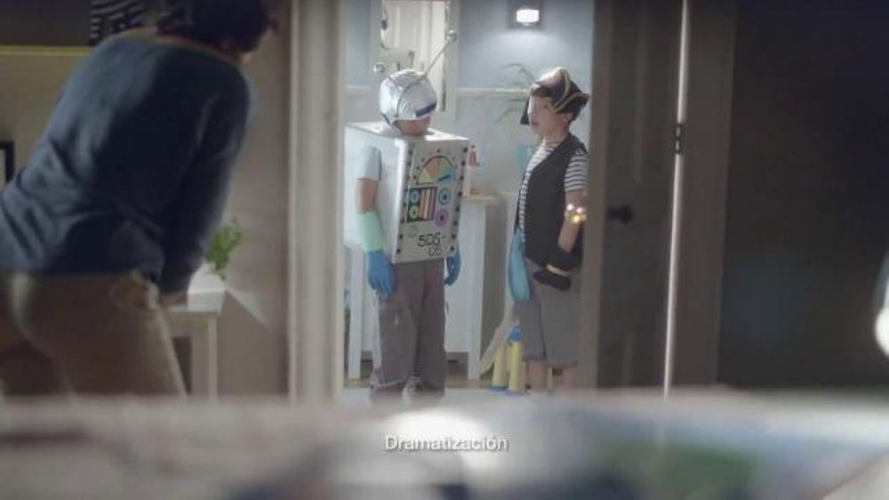 Crest TV Commercial, 'El robot'