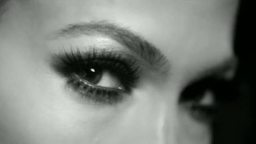L'Oreal Paris Voluminous Superstar TV Commercial, 'Superestrella'