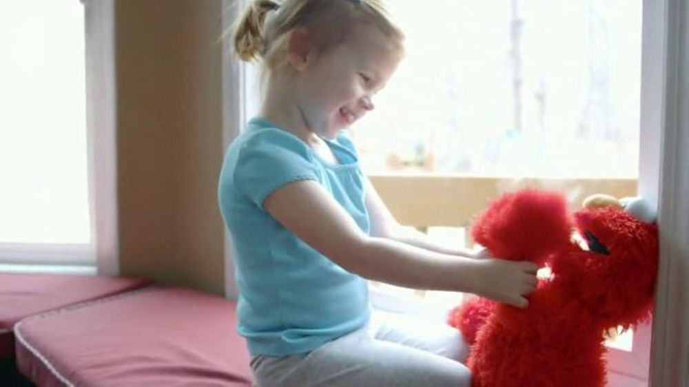 Playskool Sesame Street Play All Day Elmo TV Commercial, 'Lily'