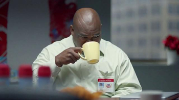 Coffee-Mate TV Spot, 'Gingerbread Joel Makes an Awkward First Impression' - Thumbnail 8