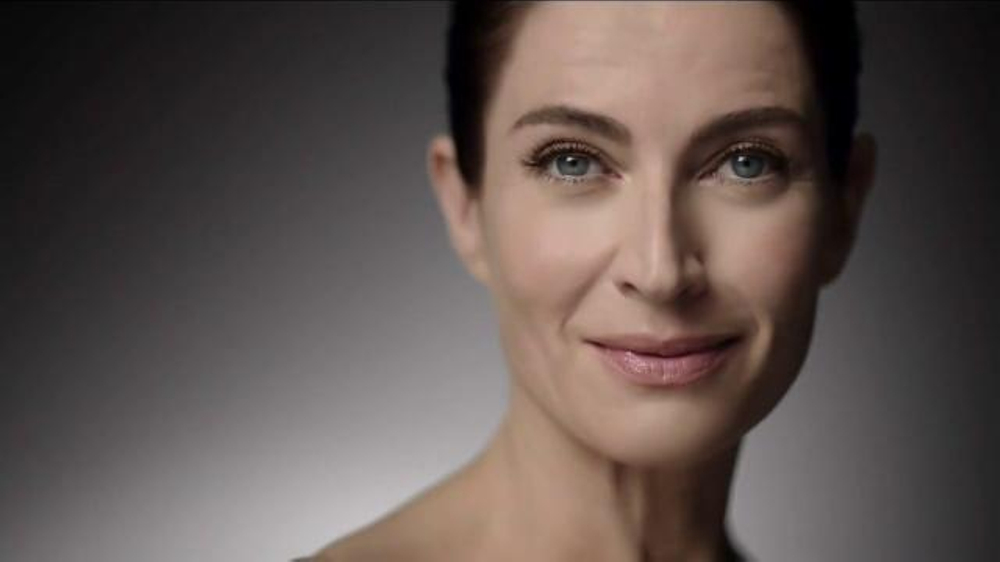 RoC Retinol Correxion Deep Wrinkle Night Cream TV Commercial, 'Turn Heads'