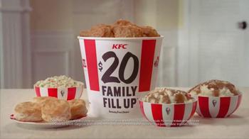 KFC Family Fill Ups TV Spot, 'Facetime en la mesa' [Spanish] - Thumbnail 10