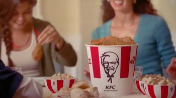 KFC Family Fill Ups TV Spot, 'Facetime en la mesa' [Spanish] - Thumbnail 5