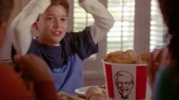 KFC Family Fill Ups TV Spot, 'Facetime en la mesa' [Spanish] - Thumbnail 6