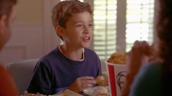 KFC Family Fill Ups TV Spot, 'Facetime en la mesa' [Spanish] - Thumbnail 7
