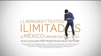 AT&T Mobile Share Value Plan TV Spot, 'La receta de tía' [Spanish] - Thumbnail 4