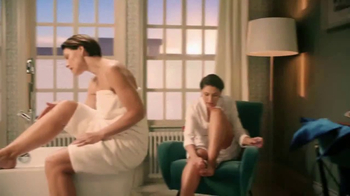 Venus Embrace Sensitive TV Spot, 'Party Prep' - Thumbnail 5