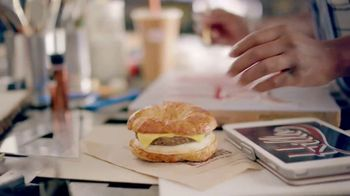 Dunkin' Donuts Egg & Cheese Wake-Up Wrap TV Spot, 'Go Time' - Thumbnail 2