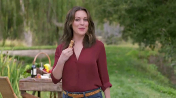 Atkins Harvest Trail Bars TV Spot, 'Happy Weight' Featuring Alyssa Milano - Thumbnail 7