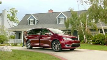 2017 Chrysler Pacifica TV Spot, 'This Guy or That Guy' [T1] - 104 commercial airings