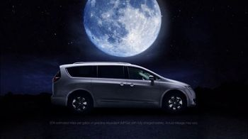 2017 Chrysler Pacifica Hybrid TV Spot, 'Silhouette' [T1]