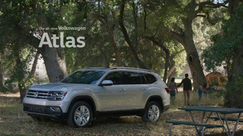 2018 Volkswagen Atlas TV Spot, 'Luv Bug' Song by Dean Martin - Thumbnail 8