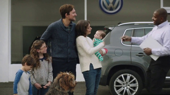 2018 Volkswagen Atlas TV Spot, 'Luv Bug' Song by Dean Martin - Thumbnail 6
