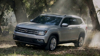 2018 Volkswagen Atlas TV Spot, 'Luv Bug' Song by Dean Martin [T1] - Thumbnail 7