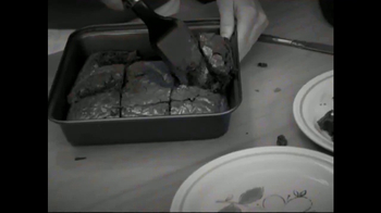 Red Copper Brownie Bonanza TV Spot, 'No Sticking' Featuring Cathy Mitchell - Thumbnail 1