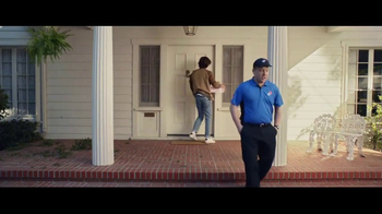 Domino's Pizza Tracker TV Spot, 'Home for Pizza' Feat. Joe Keery, Alan Ruck - Thumbnail 6