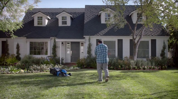 Lowe's Refresh Your Outdoors Event TV Spot, 'The Moment: Scotts EZ Seed' - Thumbnail 8
