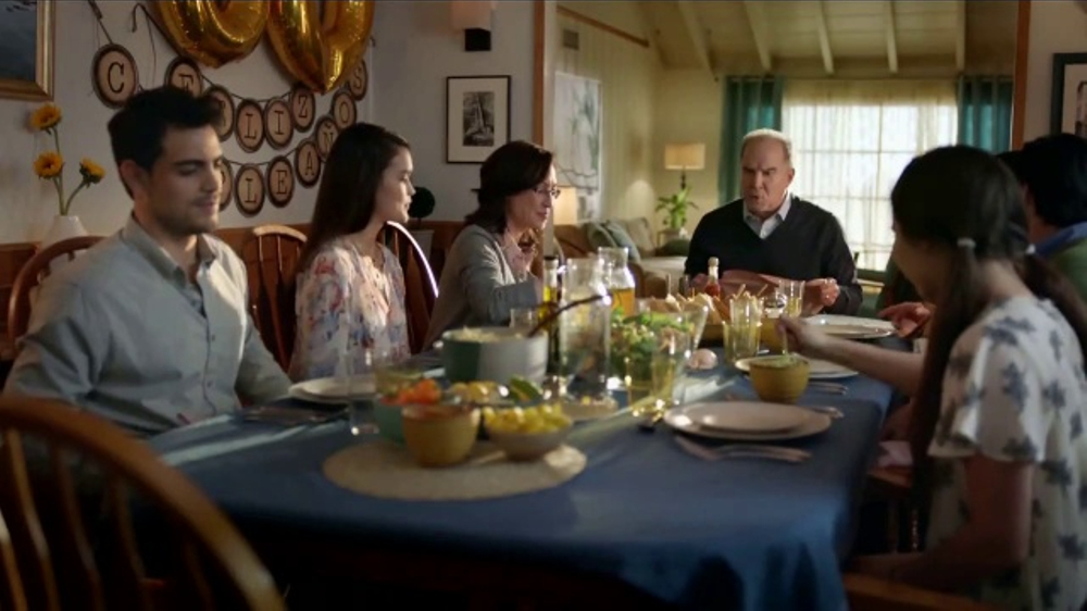 Toyota Evento Para Todos TV Commercial, 'El Cumplea??os de Pap??' [Spanish] [T2