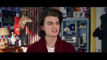 Domino's Pizza Tracker TV Spot, 'Life Moves Fast' Featuring Joe Keery - Thumbnail 2