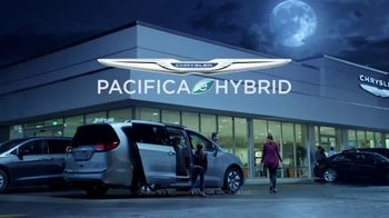 Chrysler Pacifica Hybrid TV Spot, 'When Pigs Fly' [T1] - Thumbnail 8