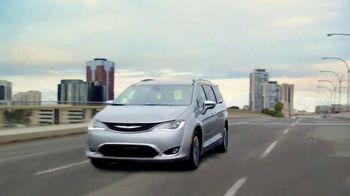 Chrysler Pacifica Hybrid TV Spot, 'When Pigs Fly' [T1] - Thumbnail 1