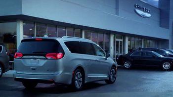 Chrysler Pacifica Hybrid TV Spot, 'When Pigs Fly' [T1] - Thumbnail 6