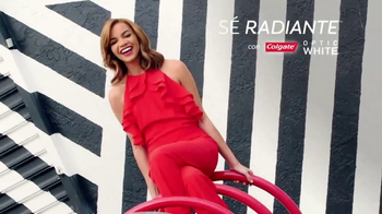 Colgate Optic White TV Spot, 'Blanquea dientes' con Leslie Grace [Spanish]