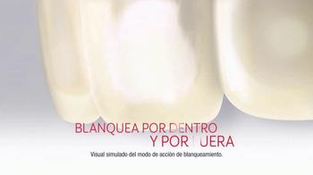 Colgate Optic White TV Spot, 'Blanquea dientes' con Leslie Grace [Spanish] - Thumbnail 4