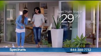 Spectrum Mi Plan Latino TV Spot, 'Los vecinos' con Gaby Espino [Spanish] - Thumbnail 6