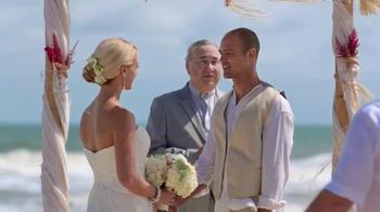 GEICO TV Spot, 'Helzberg Diamonds: Beach Wedding' - Thumbnail 3