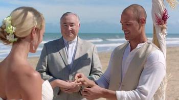 GEICO TV Spot, 'Helzberg Diamonds: Beach Wedding' - Thumbnail 6